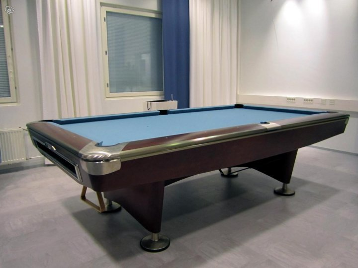 Brunswick Gold Crown V Pool Table, Second Hand - Suomen Biljardikauppa Oy